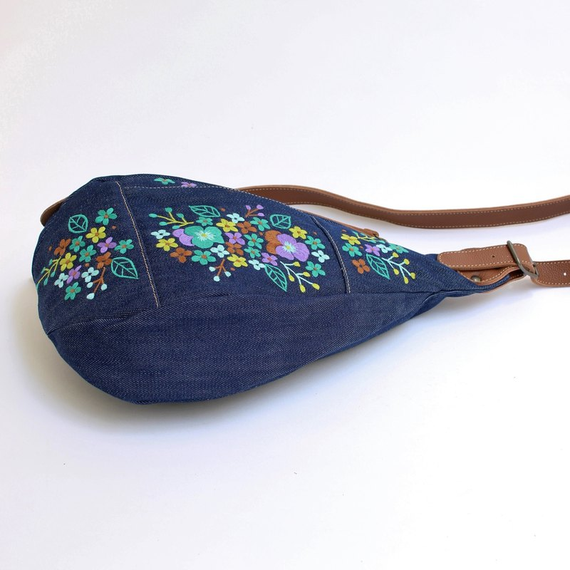 Pansy embroidery / shoulder bag