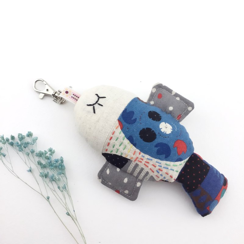 Super cute round roll - color embroidery section - fish fish charm / key ring