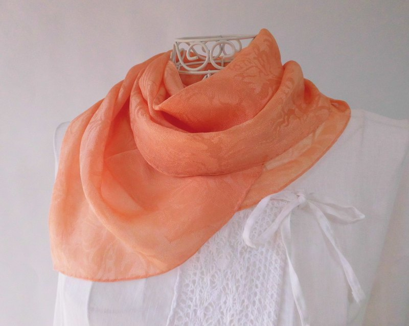 Dyeing of plants, silk, short stall, soft, coral orange