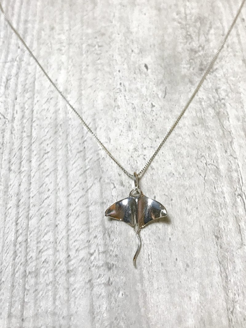 The small world of the sea. Ghost Manta Ray Necklace. Manta. 925 sterling silver. Sterling silver