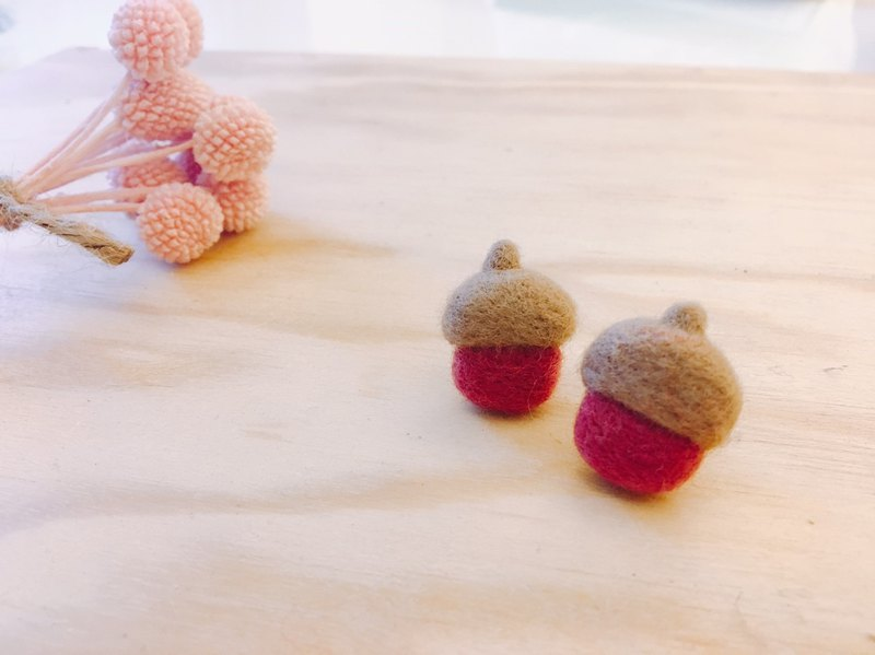 Acorn - wool felt earrings