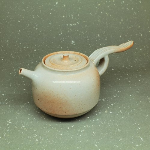 Soda glaze gun nozzle bell flying to the teapot hand pottery tea props