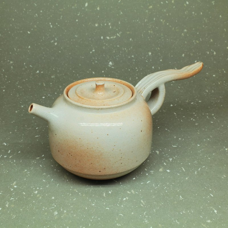 Soda glaze gun mouth bell-shaped flying sky teapot hand made pottery tea props