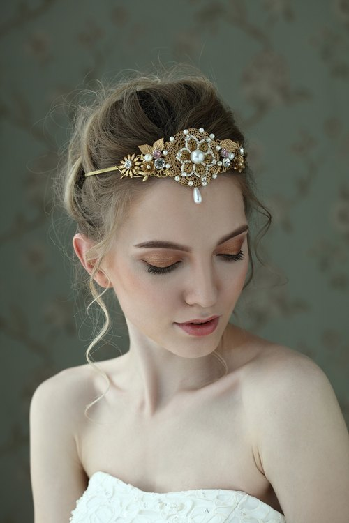 Kaleigh Gorgeous Crystal Pearl Crown Gold Handmade Headdress Wedding Decoration Bridal Accessories Wedding Dresses Freshwater Pearl Bridal Tiara Glitterstone Vintage Bride Hair Accessories