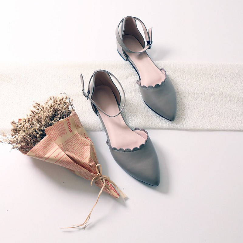 Pointed sandals, leather petals, low roots, sandals, gray