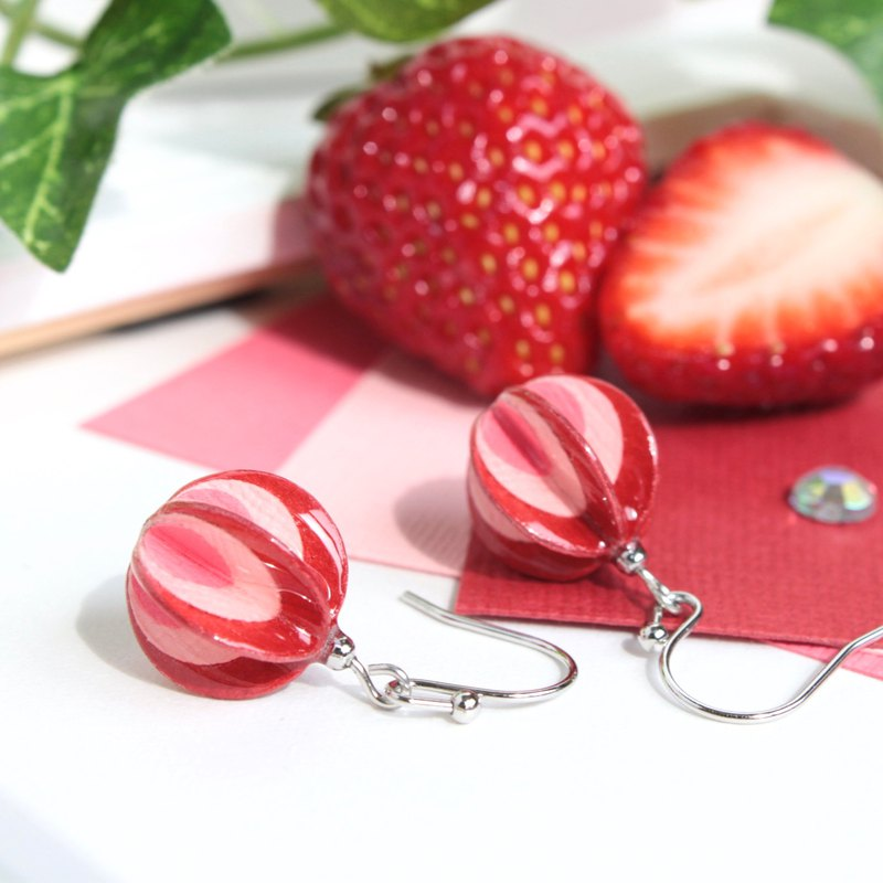 【Order production】 cute and sweet and sour strawberry milk colored paper earrings