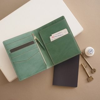 RENÉE travel passport holder vegetable tanned carved leather / vegetable tanned leather / vegetable tanned leather lake water green