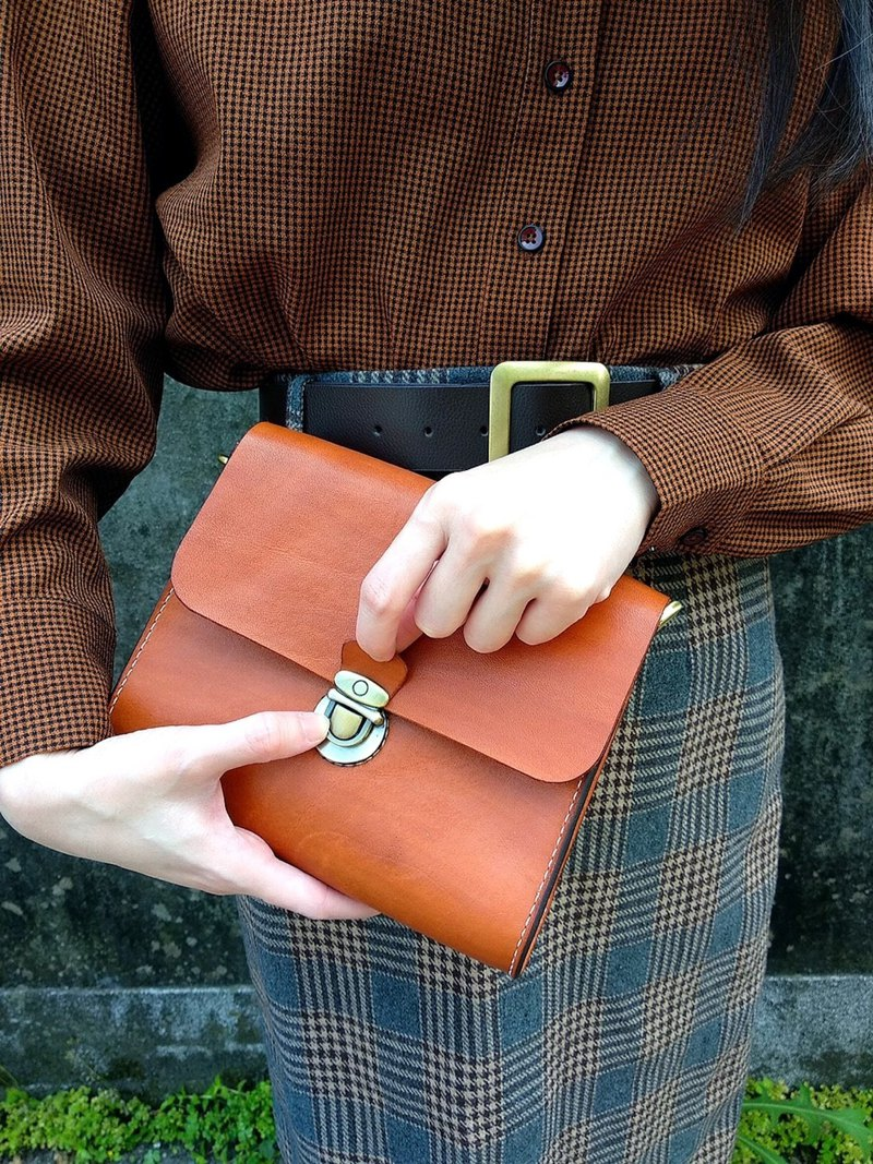 Hand-stitched vegetable tanned leather square bag made of fiber leather