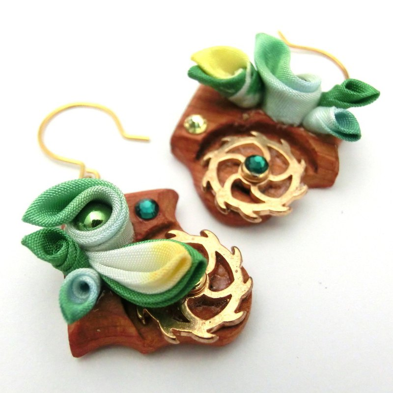 Can be changed to thumbwork wood piercing, green, earrings