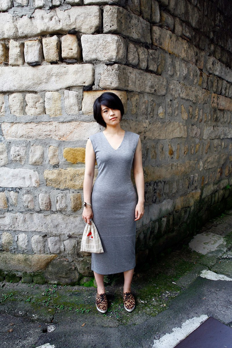 V-neck slitted elastic slim sleeveless dress