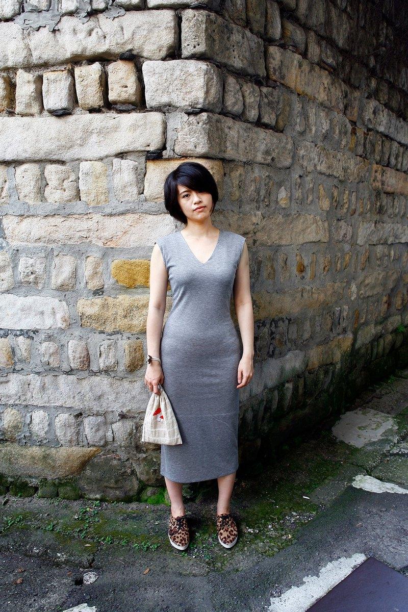 V領開衩彈性修身無袖洋裝