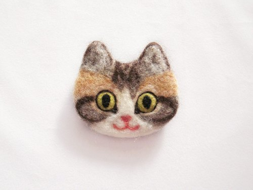 cat face felt brooch -white-