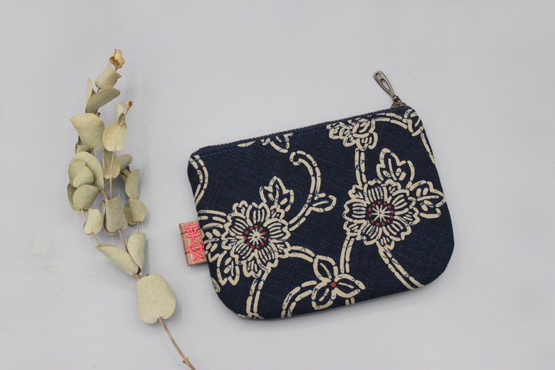 Peaceful little bag - ancient blue flower, small wallet