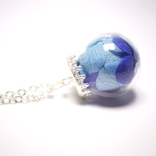 A Handmade glass ball Blues Hydrangea Necklace