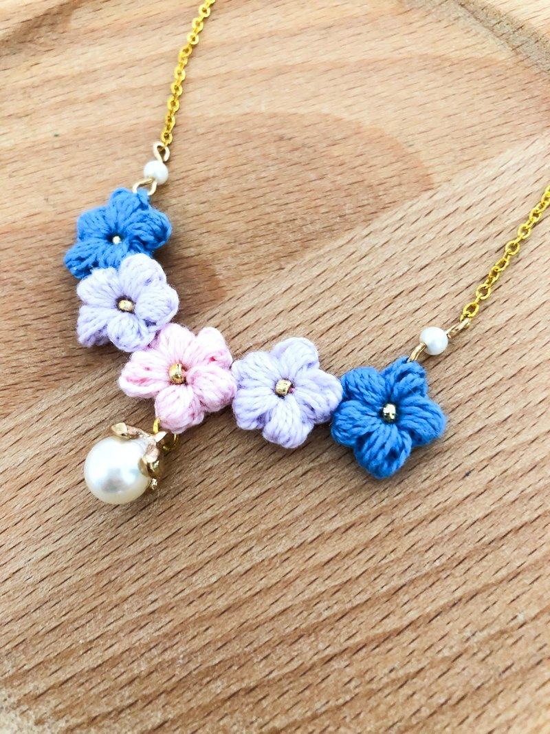 Pink blue woven flower pearl necklace