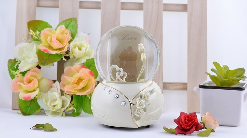 Romantic double heart frame crystal ball music box wedding gift wedding arrangement