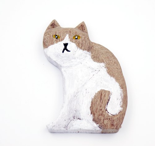 Woodcut cat jewelry - sitting (camphor) decorations put pen magnet can be installed