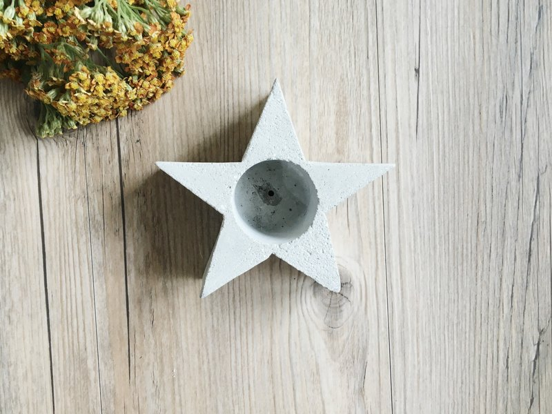 Star-shaped concrete pot / concrete planter