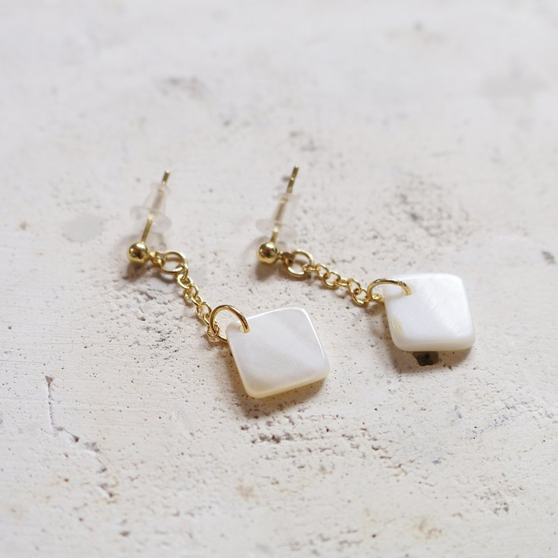 // square shell earrings / ve012