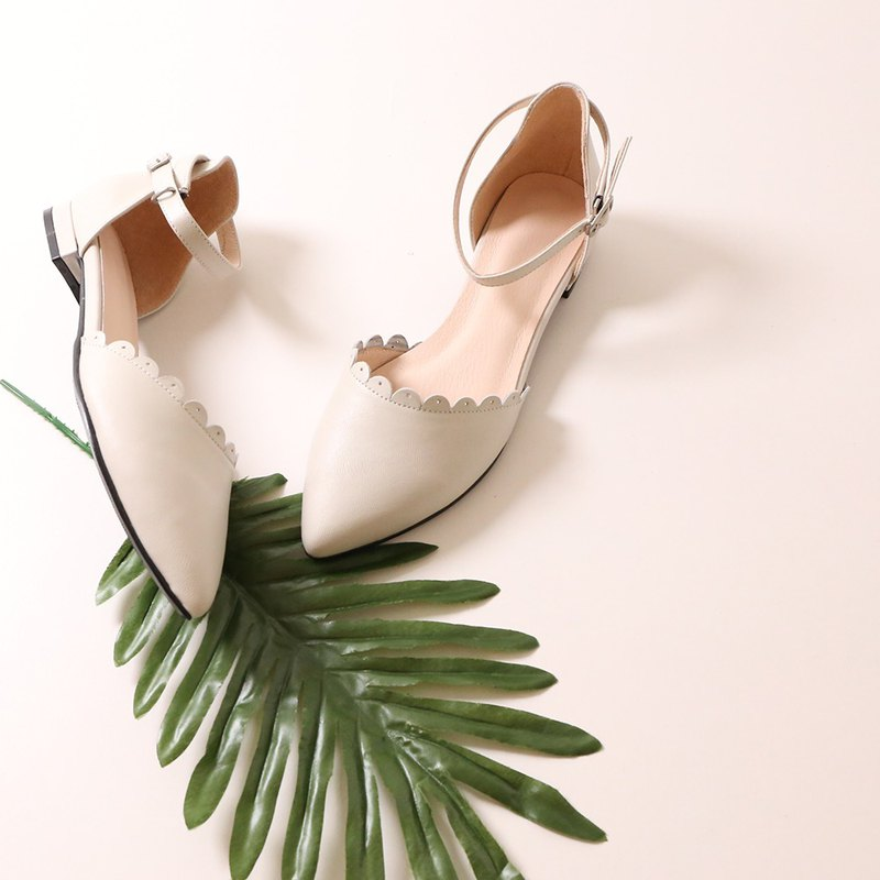 Pointed sandals, leather petals, low roots, sandals, beige