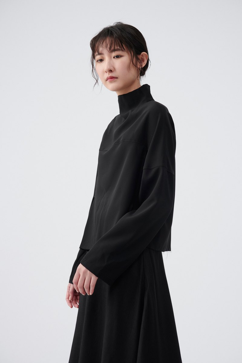 TRAN - High-necked pleated shirt
