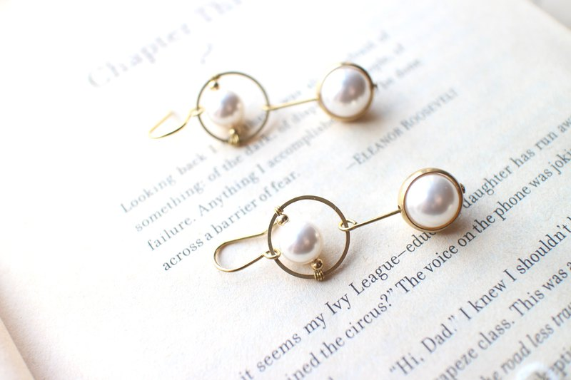 White worlds -pearl brass handmade earrings