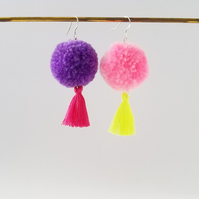 Pom pom and fringe (violet/pink) earring