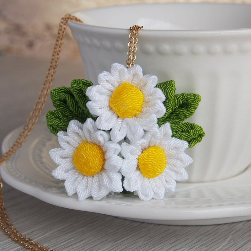 つまみ 工 small daisy necklace