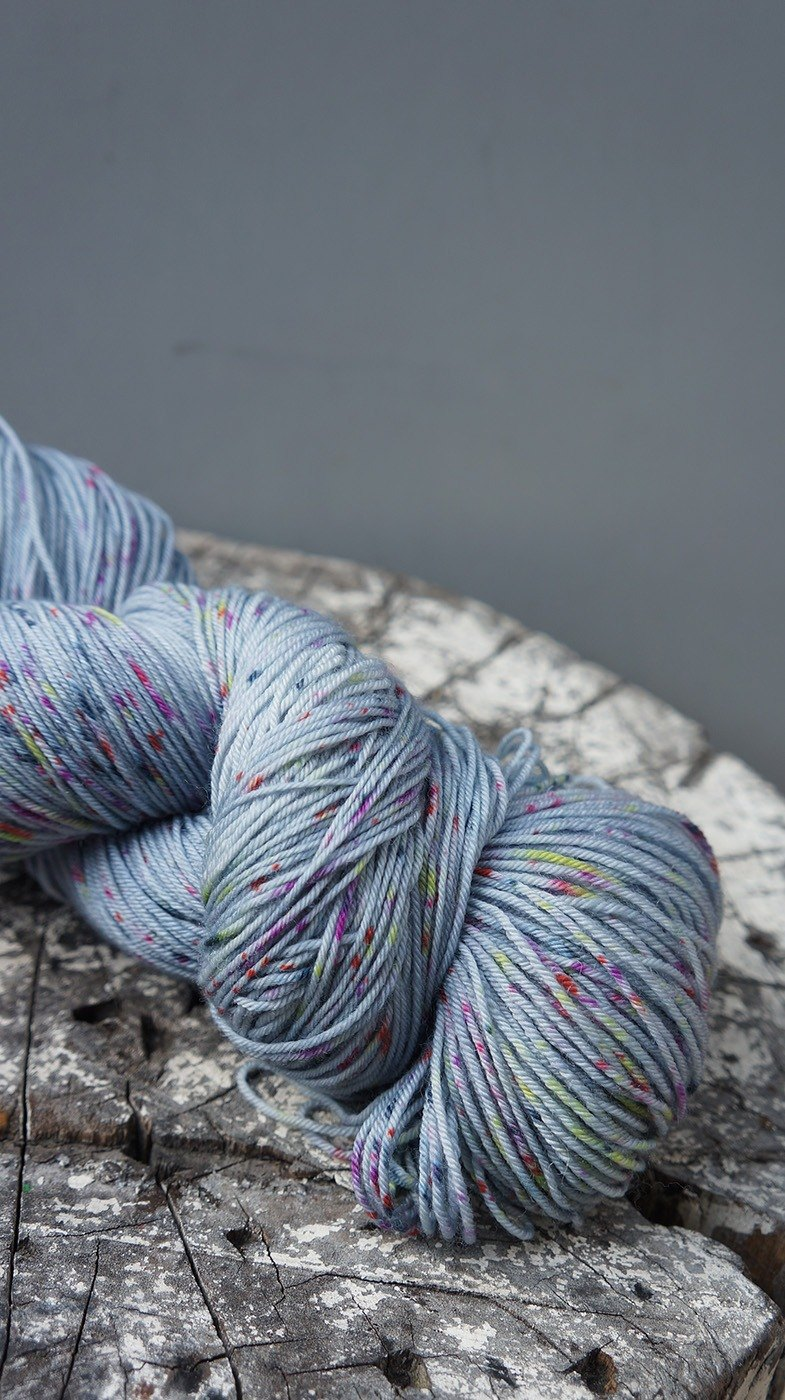 Hand-dyed line. Sunny morning (gray) -150g weight version
