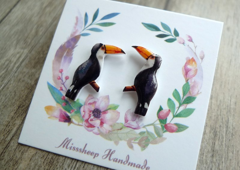 U21- Take me home, white-faced toucan, hand-made earrings (ear pins / transparent ear clips)