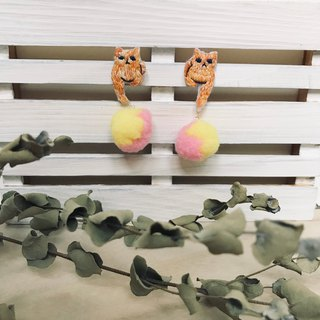 Handmade embroidery // Cat and hair ball earrings / orange cat / / single / / can be changed clip