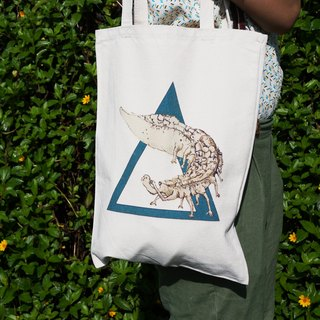 GGdove | insects | illustration design | heavy canvas shoulder bag
