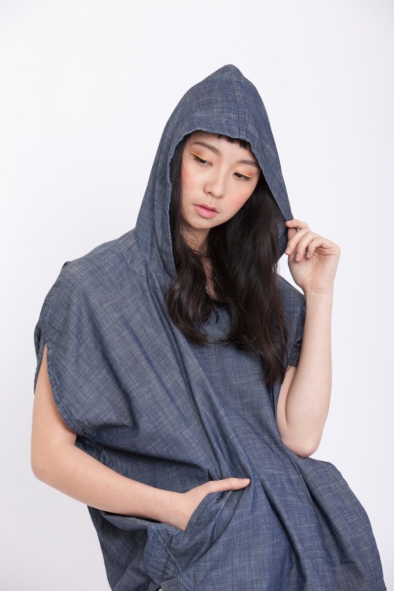 Round geometric with hood top-demin-fair trade