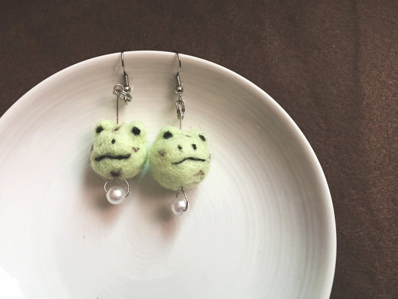 Woolfelting Mint Chocolate Frog Earings_Pendant/Clip-style