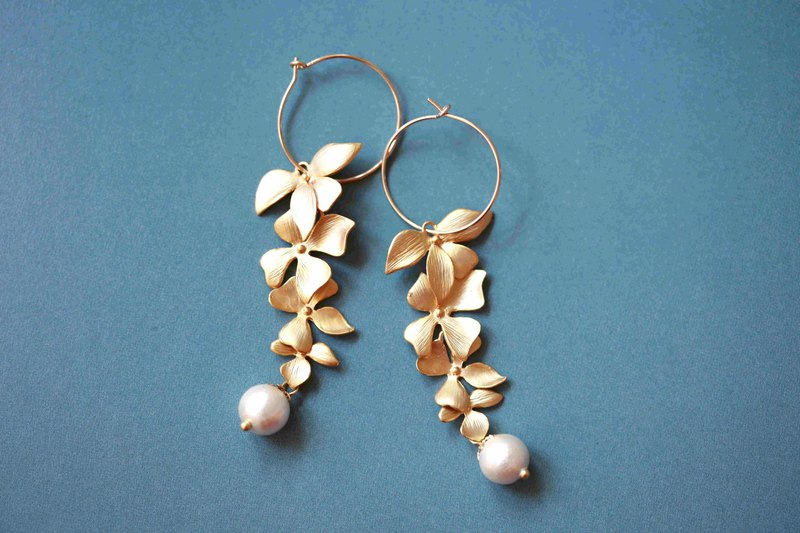 Flower-like earrings │14kgf can be changed to the folder matte gold-plated leaves birthday gift classical