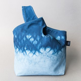 Simple blue dye handbag - the Mitsubishi mirror of the sea