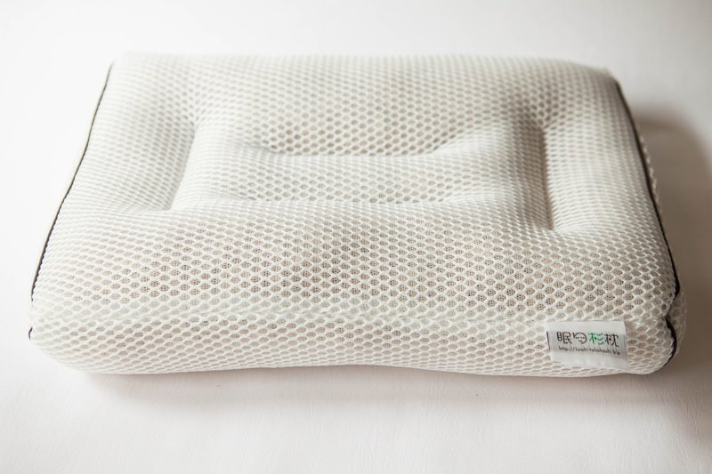 [Iwaki Takanashi] the first generation of sleep cedar pillow [sleeping pine pillow] length 43 × width 28 × height 8 cm long Friends of life shop overseas exclusive out of print