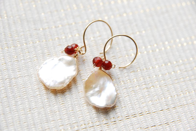 Petal Keshi Pearl and earring with red fruit 14 kgf