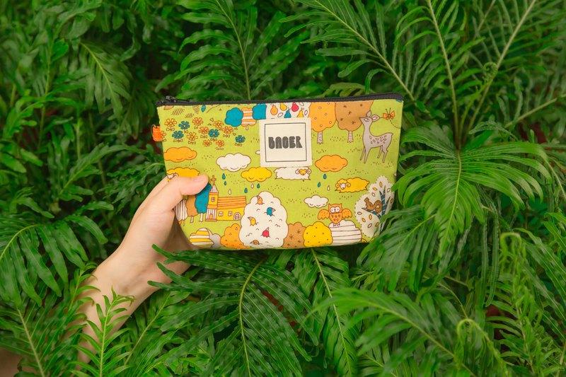 Zipper bag / Japanese flower cloth limited_Little animals in spring day