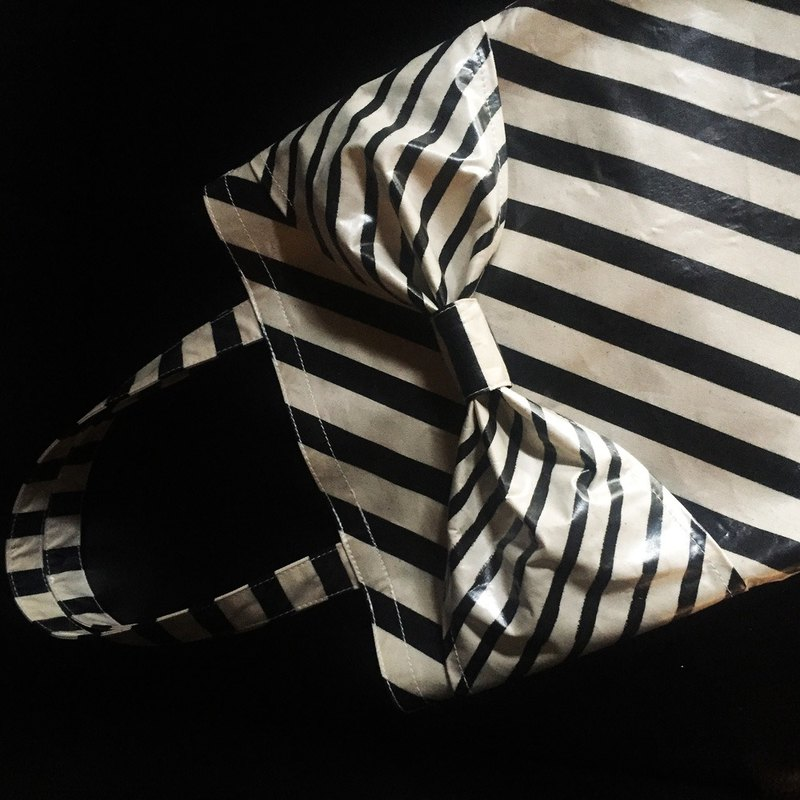 one-of-a-kind flat totebag Spin Off  black&white diagonal borders ribbon PVC