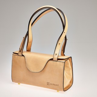 Vegetable-tanned leather box bag natural