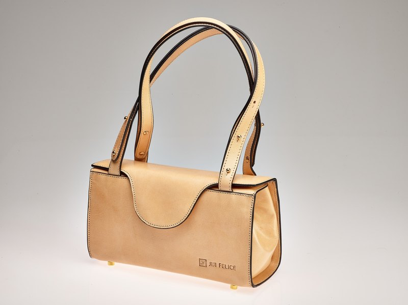 db376205db94 Vegetable-tanned leather box bag natural