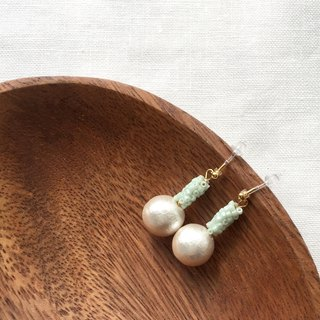 Earrings / Beads / Pale green / Cottonpearl