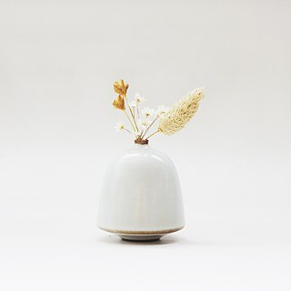 Handmade ceramic white mini flower - Ellipse
