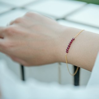Small row of garnet 14kgf bracelet