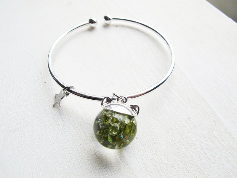 Rosy Garden grass green cat water inside glass ball bangle