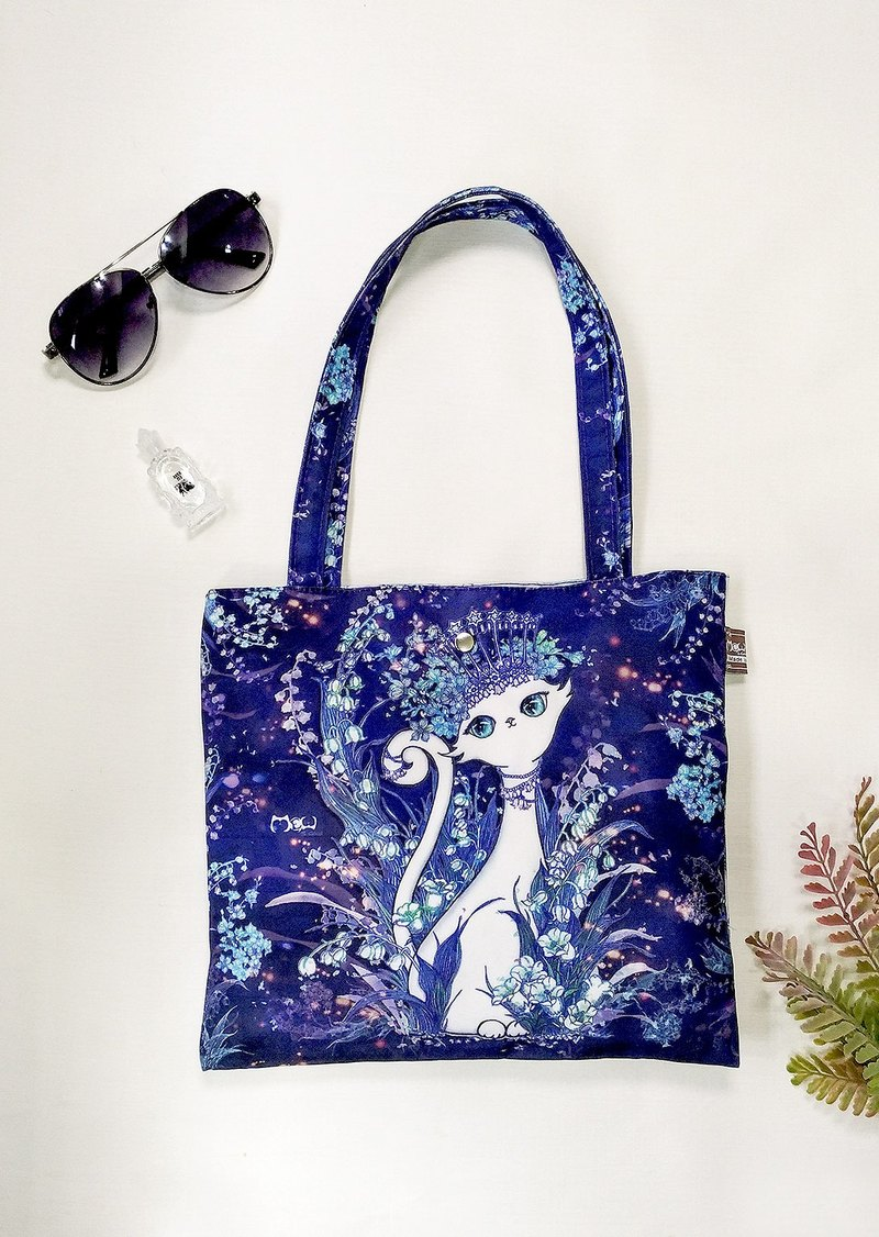 Good light bag / shopping bag lunch bag blue and white cat