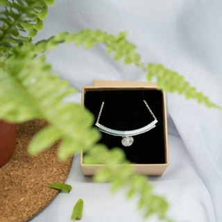 YuThing | Smiley Curve Floss Silver Necklace (two tone)