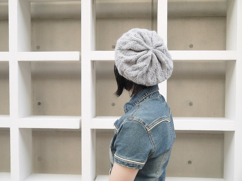 Hand woven hat ~ classic beret (gray)