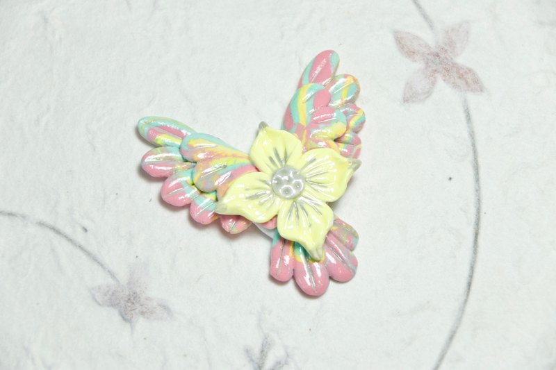 Wake up to the dream of the garden to fly | light clay illusion bird flower brooch